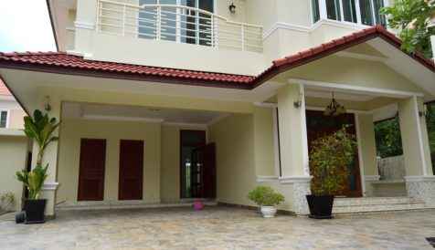 Phnom Penh | Bassac Garden City, Villa at the Corner with Pool