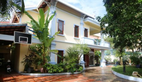 Nice 6 bedrooms Villa close to BKK1 with Swimming Pool Tonle Bassac