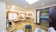Top Floor 4-Bedroom Apartment near Aeon Mall