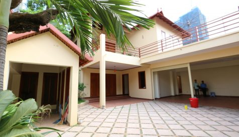 4 Bedrooms Villa in BKK1 For Rent BKK 1