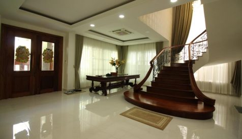 Large 5 Bedroom Villa in Tonle Bassac BKK 1