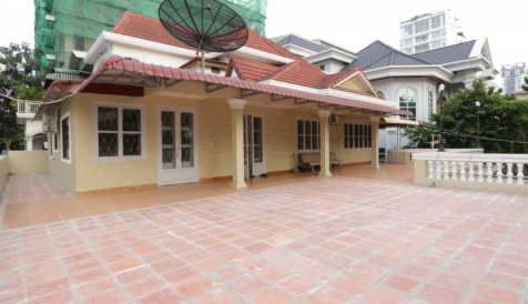 3 Bedrooms Apartment With Big Terrace For Rent in BKK1 BKK 1