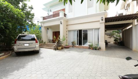 5 bedrooms Villa in Russian Market Area for Rent Toul Tum Poung 1