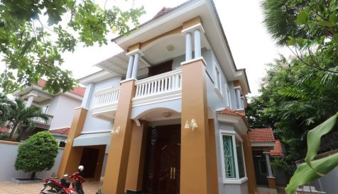Large 4-Bedroom Villa in Tonle Bassac 1