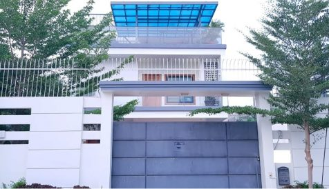 Beautiful 6 Bedrooms Villa for Sales at Takhmau City