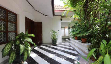 Quiet 6-Bedrooms Villa Close to Aeon Mall1 For Rent Tonle Bassac