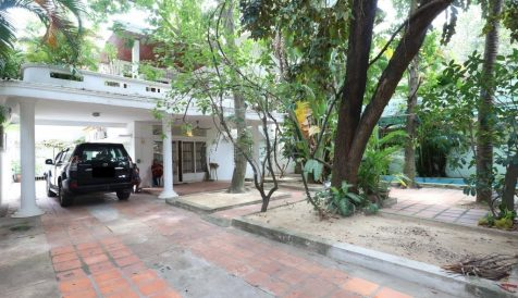 Centrally located 4-Bedroom Villa with a Small Pool near Aeon 1 Tonle Bassac