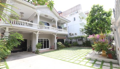 Centrally Located 5-Bedroom Villa Tonle Bassac