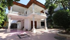 Centrally Located 6-Bedroom Villa for Rent