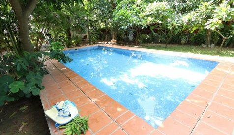 Garden 4-Bedroom Villa with Swimming Pool in Chroy Changvar